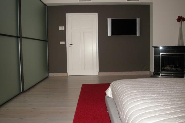 slaapkamer met bed+kleed,kast en bruine wand 2 - Doret Schulkes ...